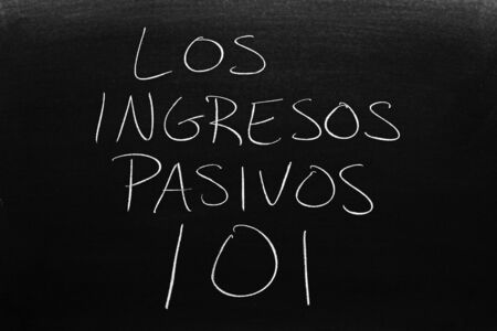 The words Los Ingresos Pasivos 101 on a blackboard in chalk.  Translation: Passive Income 101