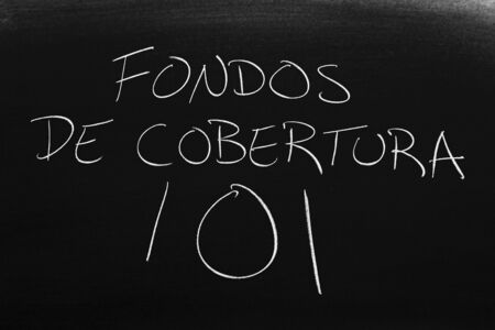The words Fondos De Cobertura 101 on a blackboard in chalk.  Translation: Hedge Funds 101