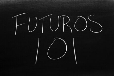 The words Futuros 101 on a blackboard in chalk.  Translation: Futures 101