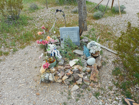a grave in texas near the grand canyon
