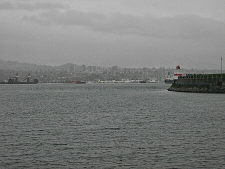 view to the bridge in seattle at rainy day in summer Foto de archivo - 129717685