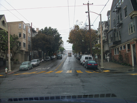 a street in san franciso at rainy day Foto de archivo - 129744400