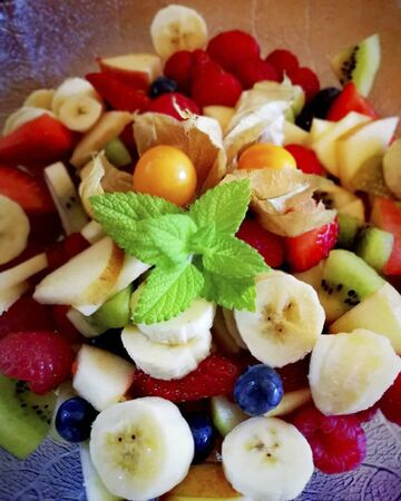 fruits in a plate for dinner meal