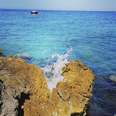 the sea water splashing on the rock Reklamní fotografie