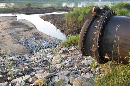 desague: salida de drenaje de aguas residuales
