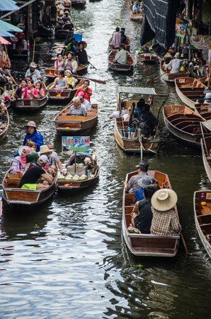 THAILAND DAMNOEN SADUAK - Srptember 14,2016 : Damnoen Saduak Floating Market Featuring many small boats laden with colourful fruits, vegetables and Thai cuisine Editorial