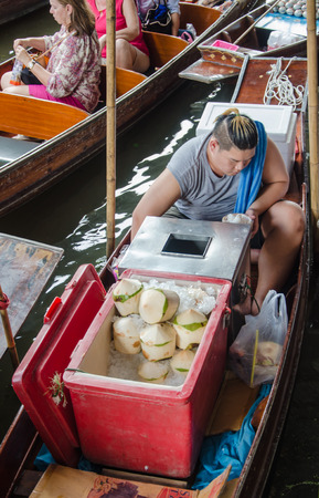 laden: THAILAND DAMNOEN SADUAK - Srptember 14,2016 : Damnoen Saduak Floating Market Featuring many small boats laden with colourful fruits, vegetables and Thai cuisine Editorial
