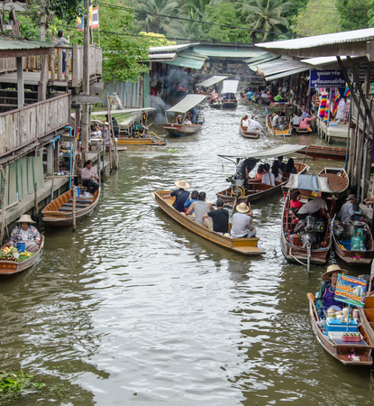 saduak: THAILAND DAMNOEN SADUAK - Srptember 14,2016 : Damnoen Saduak Floating Market Featuring many small boats laden with colourful fruits, vegetables and Thai cuisine Editorial