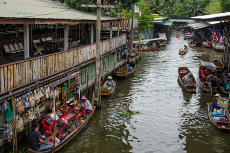 THAILAND DAMNOEN SADUAK - Srptember 14,2016 : Damnoen Saduak Floating Market Featuring many small boats laden with colourful fruits, vegetables and Thai cuisine Editorial