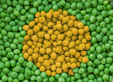 The texture of the collected green peas