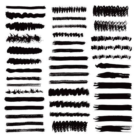 Collezione di pennellate. Linee nere di inchiostro. Strisce di lerciume. Elementi di pennello disegno disegnato a mano isolati su priorità bassa bianca. Insieme di vettore.