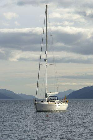 loch: Yacht on Loch Ness