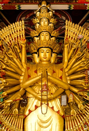 chinese culture: wood-statue-of-thousand-hands-kuan-im-u-lai-master-god-in-traditional-chinese-culture