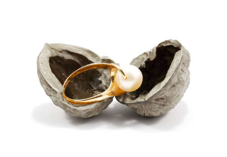 nutshell: golden ring with a pearl in nutshell