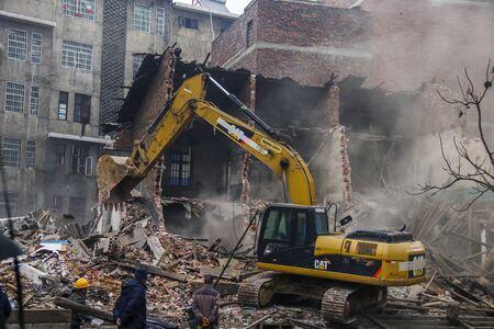 house demolition: Old house demolition