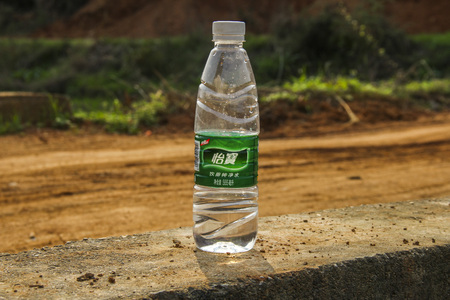 loess: Mineral water bottles under the sun