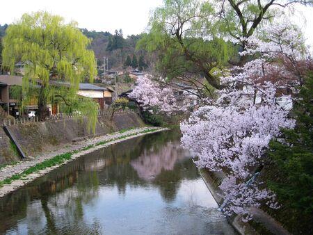 retained: Takayama es una ciudad en la regi�n de Hida monta�osa de la Prefectura de Gifu, que ha conservado un toque tradicional como algunas otras ciudades japonesas, especialmente en su casco antiguo maravillosamente conservado.  Foto de archivo