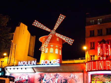 montmartre: PARIS - 19 septembre : Le Moulin Rouge, c�l�bre cabaret et th��tre le 19 septembre 2010 � Paris, France.