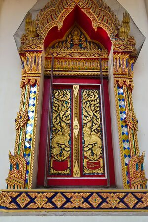 transfers: this picture transfers in the morning is one temple window that Cholburi