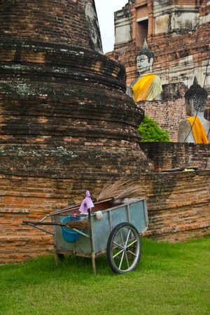 do clean the ancient remains where is worldly heritage that Phra Nakhon Si Ayutthaya , photo