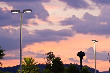 lighting fixtures: accesorios de iluminaci�n en la puesta del sol Foto de archivo