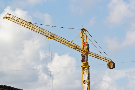 yellow hoisting crane photo