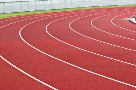 grandstand: Nueva pista de atletismo y la tribuna.