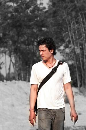 hombre solitario: Hombre solo caminar