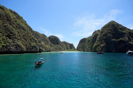 phi phi island: Maya Bay viewed from the front  Maya Bay at Phi Phi Leh Island, Krabi, Thailand  Stock Photo