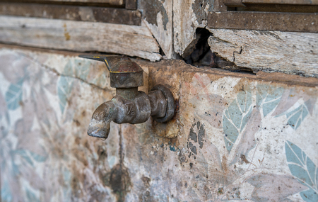 image of old water tap Imagens