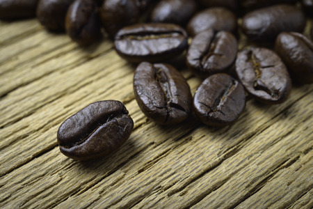Coffee beans on wood background Imagens