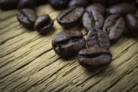 Coffee beans on wood background 版權商用圖片