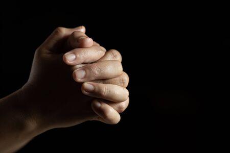 Religiöse Konzepte Hand, die zu Gott betet Menschliche Hände beten um Segen von Gott.