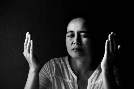 Portrait of a asian woman praying with her eyes closed Zdjęcie Seryjne