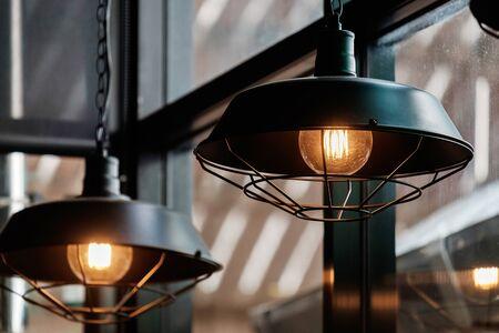 Ampoules de style rétro vintage dans le restaurant.
