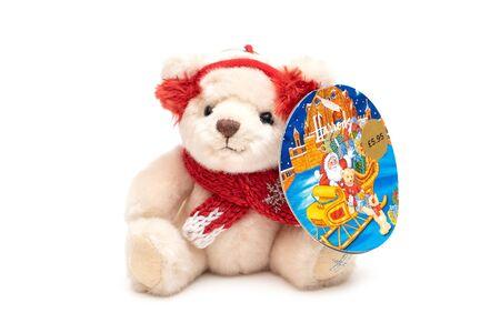 2019-08-17 Harrods White Teddy Bear Doll for Christmas Gift. 報道画像