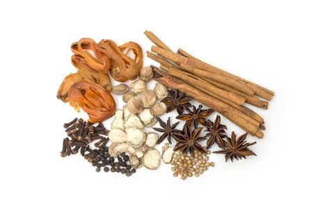 Best cardamom, Clove, Piper nigrum, Black Pepper, Mace, Cinnamon, Chinese star anise, Coriander seed, Ginger, Various Herbs for Health Care. Banque d'images - 132125158