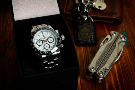 2021-06-03 Pagani Design Chronograph Sport Wrist Watch, Homage Wrist Watch of the Rolex Cosmograph Daytona in the Box on the Wood Table in Bangkok, Thailand. 新聞圖片