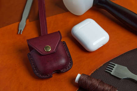 Wireless Earbuds Genuine Leather Case, High Quality Handmade from Genuine Italian Vegetable Tanned Leather. 版權商用圖片