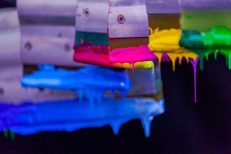 zachte hand zeefdruk op T-shirt met mix kleuren op waarde van de kleurtoon het ziet er meer soepel en meer softy