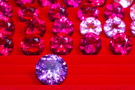 Amethyst Purple diamond on red flannel background Foto de archivo