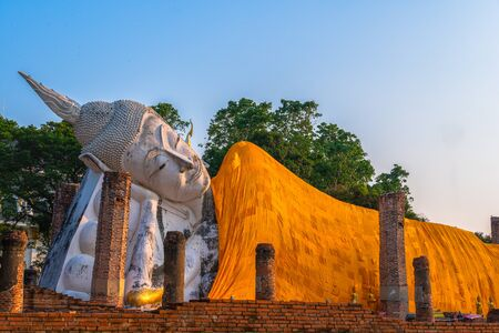 sunset at Wat Khun Inthapramun is temple that built in Sukhothai era. The signature of this temple is the big beautiful reclining Buddha. It's exquisite and ancient. The temple is ruin but the Buddha is completely perfect