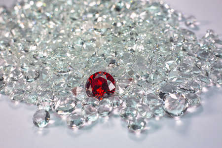 Red ruby diamonds are placed on a pile of white diamonds And keep turning