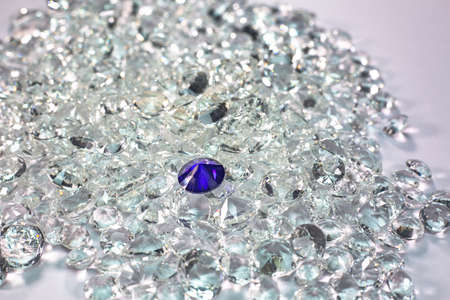 Blue diamonds are placed on a pile of white diamonds And keep turning.
