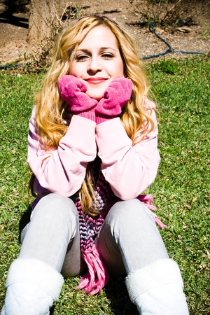 sola: sheltered young girl sitting on the grass with pink accessories