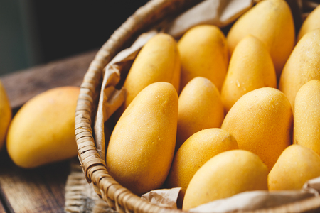 Little ripe mangoes from Vietnam