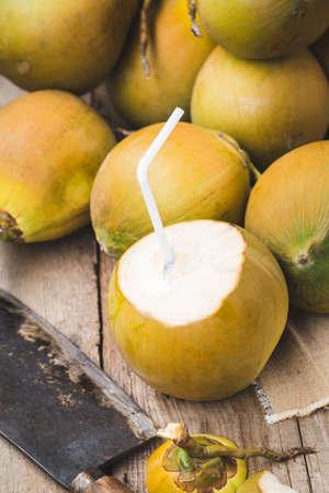 Fresh coconut-Healthy fruit 版權商用圖片 - 152115802