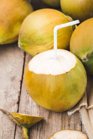 Fresh coconut-Healthy fruit 版權商用圖片 - 152115810