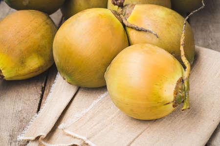 Fresh coconut- Healthy fruit 版權商用圖片 - 152115811