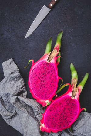 Fresh red dragon fruit- Pitaya fruit 免版税图像 - 152243352